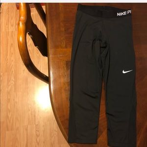 Size M women's Nike pro dri-fit cropped tights
